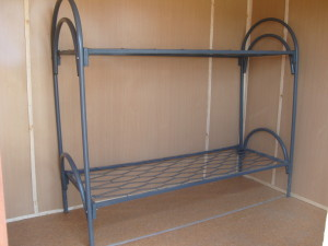 Установим двух-ярусные армейские кровати в бытовку или блок-контейнер