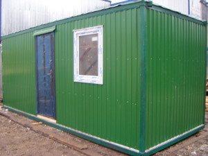 Зеленый блок-контейнер на строй плащадку